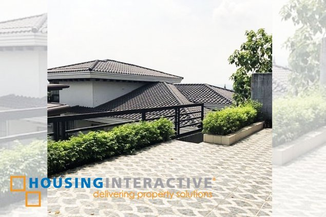 HOUSE AND LOT WITH OVERLOOKING VIEW FOR SALE IN LOYOLA GRAND VILLAS QC