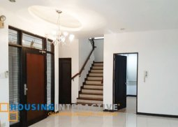 Grand 3-Story House with Balconies for Sale in San Juan