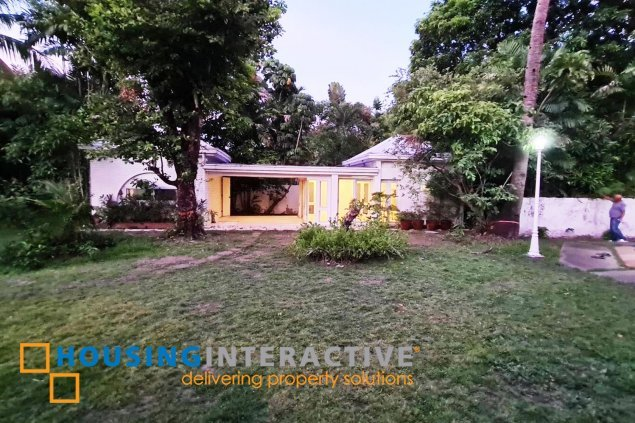 Grand House for Sale in Dasmariñas Village