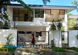 Bare 5-Bedroom House for Sale in Alabang