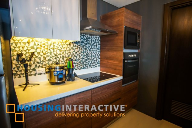 FULLY FURNISHED 2-BEDROOM UNIT FOR RENT IN GARDEN TOWERS