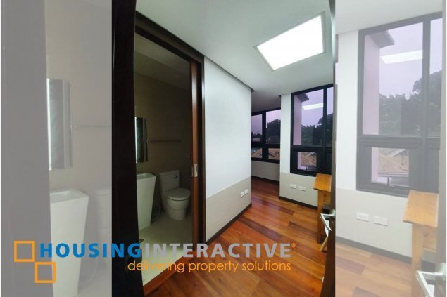 SEMI-FURNISHED 4-BEDROOM TOWNHOUSE FOR SALE IN HORSESHOE VILLAGE