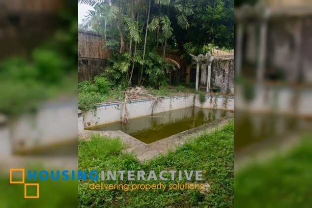 LOT FOR SALE WITH OLD HOUSE IN AYALA ALABANG