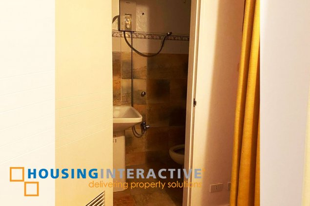SEMI-FURNISHED 2-BEDROOM UNIT FOR SALE WITH PARKING IN PHOENIX HEIGHTS