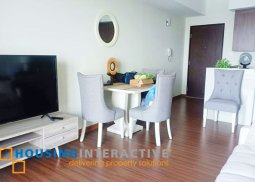 FULLY FURNISHED 1-BEDROOM UNIT WITH BALCONY FOR SALE IN SHANG SALCEDO PLACE