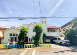 LUXURIOUS 2-STOREY, 4-BEDROOM HOUSE WITH POOL FOR RENT IN AYALA ALABANG VILLAGE