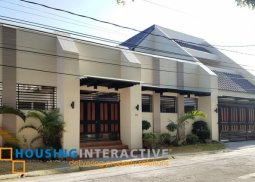GRAND 2-STOREY, 4-BEDROOM HOUSE WITH POOL FOR SALE IN BF HOMES LAS PIÑAS