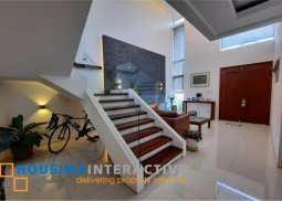 FULLY FURNISHED 2-STOREY, 4-BEDROOM HOUSE WITH BALCONY FOR SALE IN VERMONT PARK