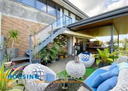 TIMELESS LUXURIOUS 5-BEDROOM HOUSE WITH BALCONY FOR SALE IN ROYAL TAGAYTAY