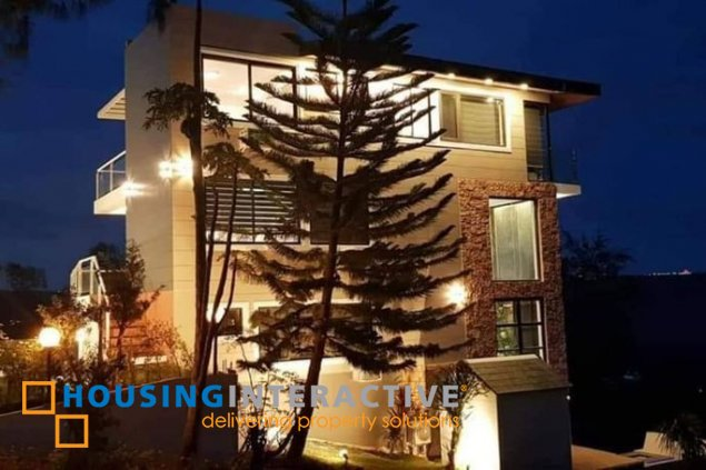 LUXURIOUS MID-CENTURY 4-STOREY, 5-BEDROOM HOUSE WITH POOL FOR SALE IN CANYON WOODS