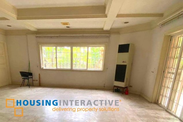 CLASSY 2-STROREY, 5-BEDROOM HOUSE FOR SALE IN AYALA ALABANG VILLAGE