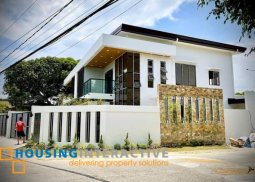 MID-CENTURY 2-STOREY, 4-BEDROOM HOUSE WITH BALCONY FOR SALE IN BF MID-WEST