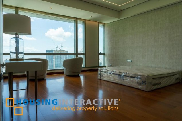 LUXURIOUS SEMI-FURNISHED 3-BEDROOM UNIT FOR RENT IN THE SHANGRI-LA HORIZON HOME