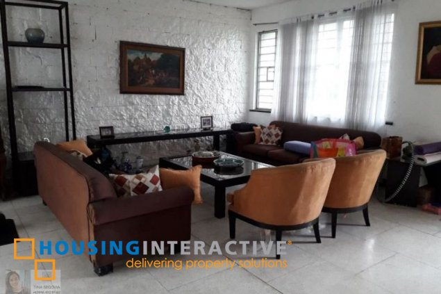 HOUSE AND LOT FOR SALE IN CAPITOL 8 PASIG