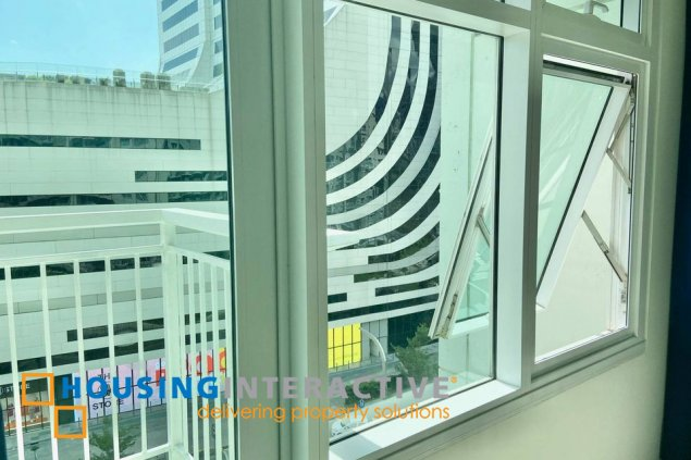 FOR LEASE FULLY FURNISHED 1BR WITH BALCONY IN TWO SERENDRA