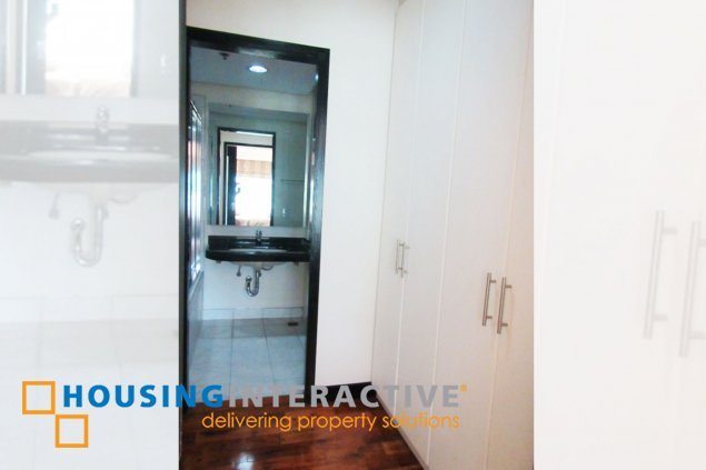 Fully furnished 2br condo unit for rent at The One Serendra BGC
